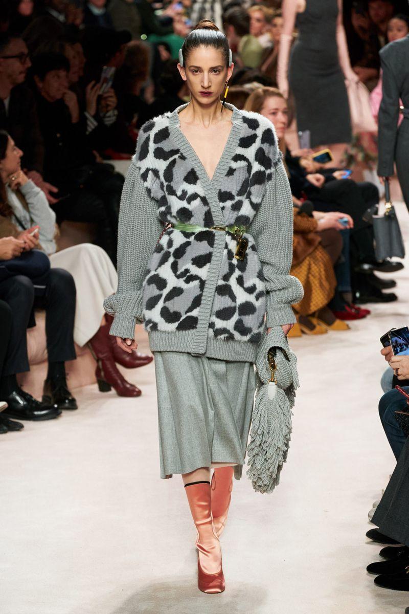 Модный объемный кардиган без пуговиц из коллекции осень-зима 2020-2021 Fendi