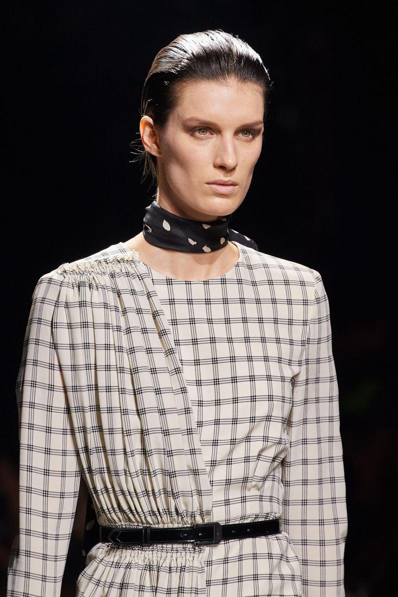 Модный макияж осень-зима 2020-2021. Образ модели на показе Givenchy