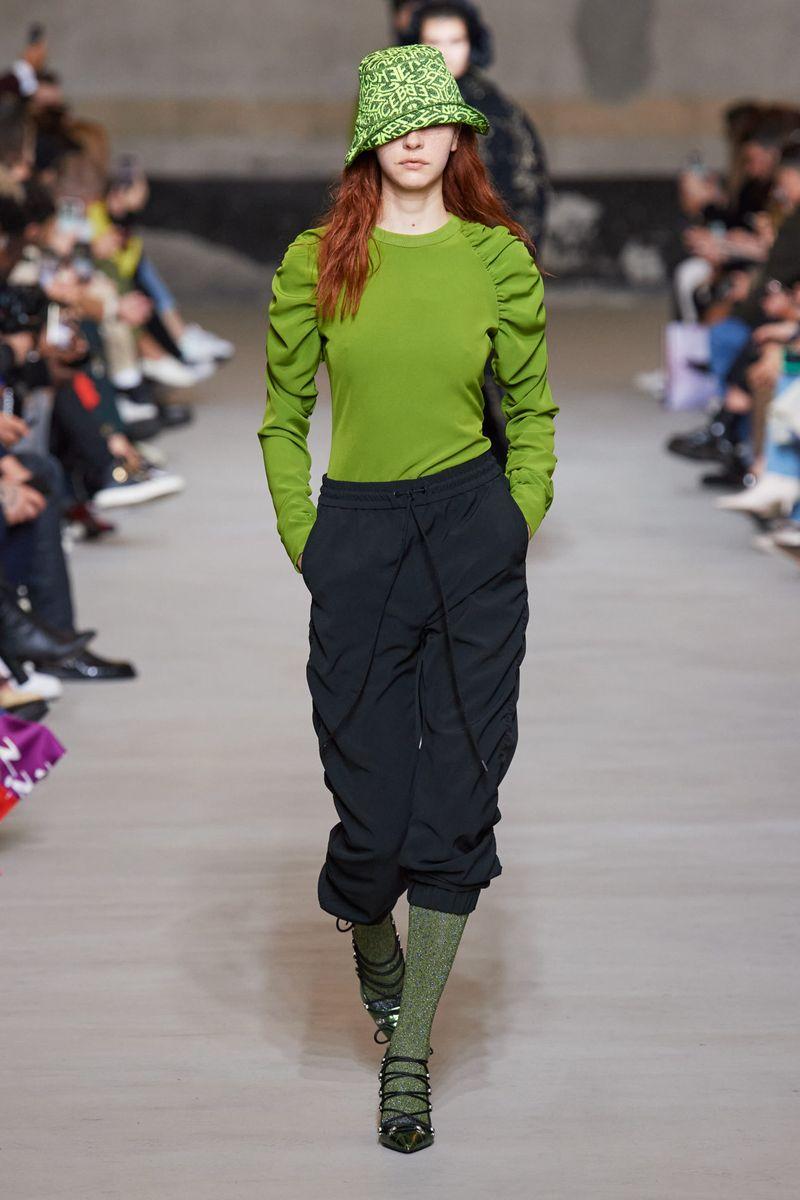 Модный джемпер осень-зима 2020-2021 из коллекции Iceberg
