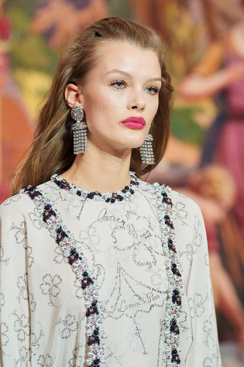 Модный макияж осень-зима 2020-2021. Образ модели на показе Lanvin