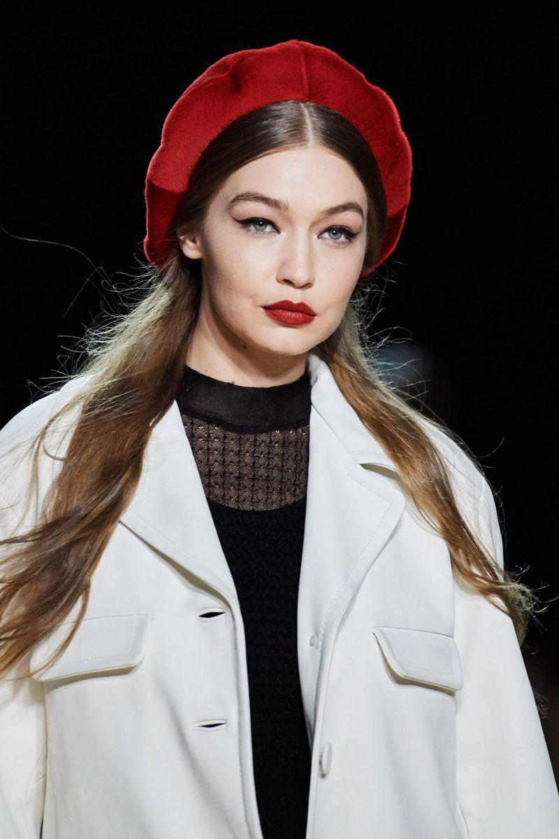 Модный макияж осень-зима 2020-2021. Образ модели на показе Marc Jacobs