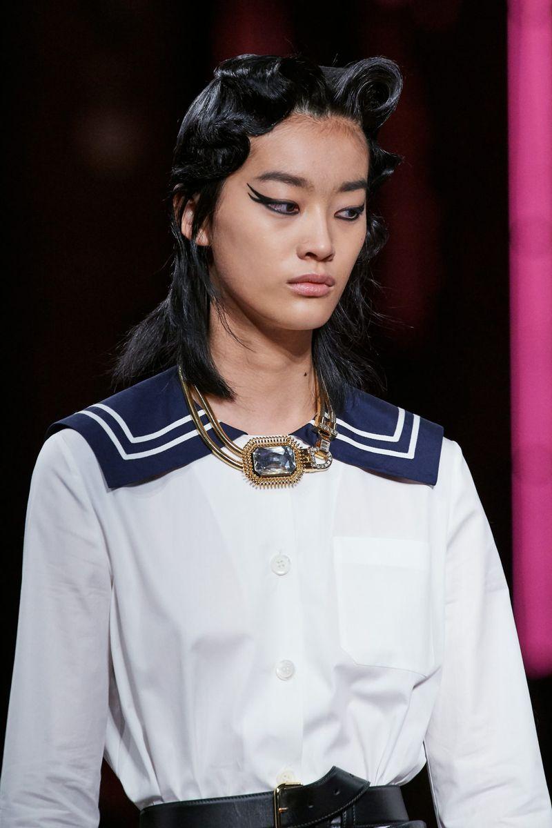 Модный макияж осень-зима 2020-2021. Образ модели на показе Miu Miu