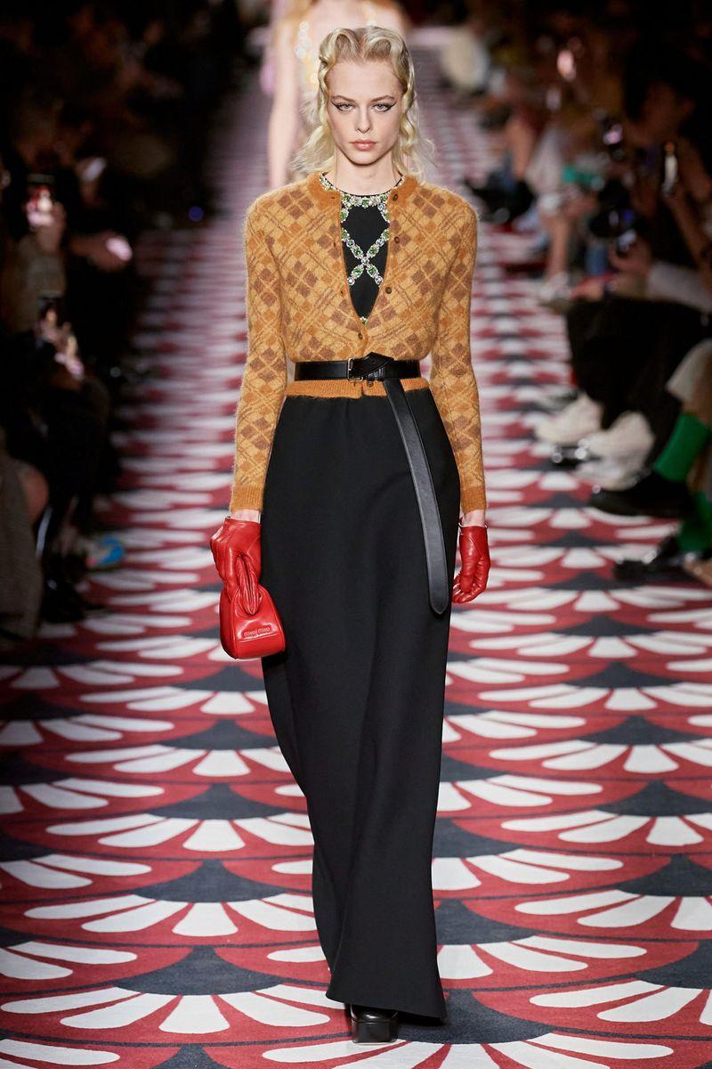 Модный кардиган из коллекции осень-зима 2020-2021 Miu Miu