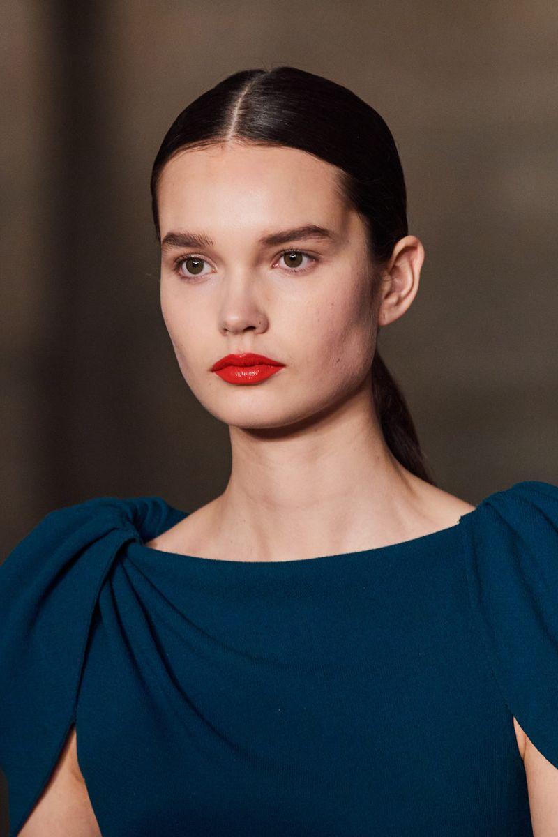 Модный макияж осень-зима 2020-2021. Образ модели на показе Oscar de la Renta