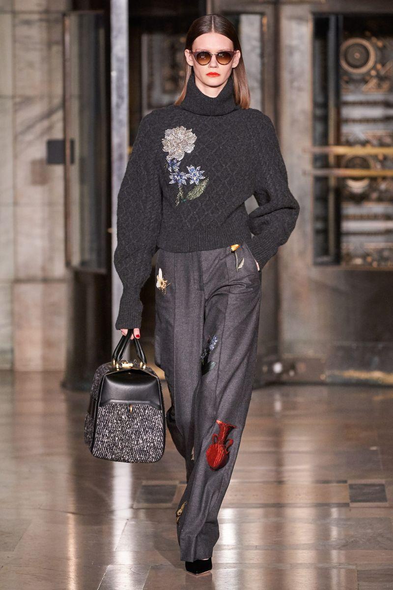 Модные брюки из коллекции осень-зима 2020-2021 Oscar de la Renta