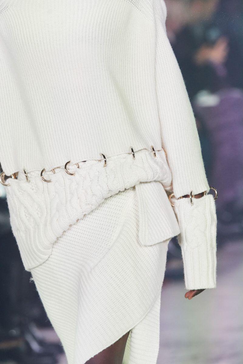 Модный джемпер осень-зима 2020-2021 из коллекции Sacai