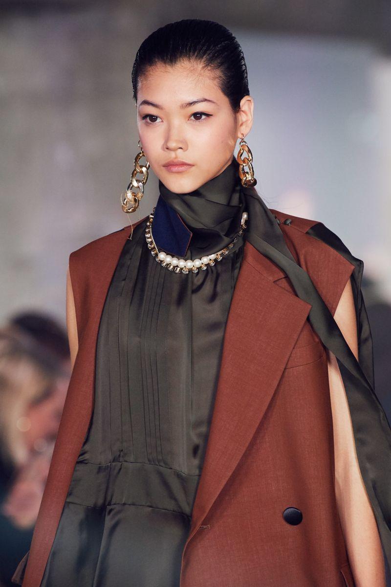 Модный макияж осень-зима 2020-2021. Образ модели на показе Sacai