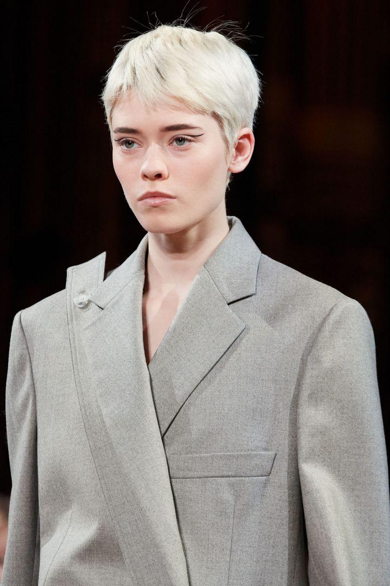 Модный макияж осень-зима 2020-2021. Образ модели на показе Stella McCartney