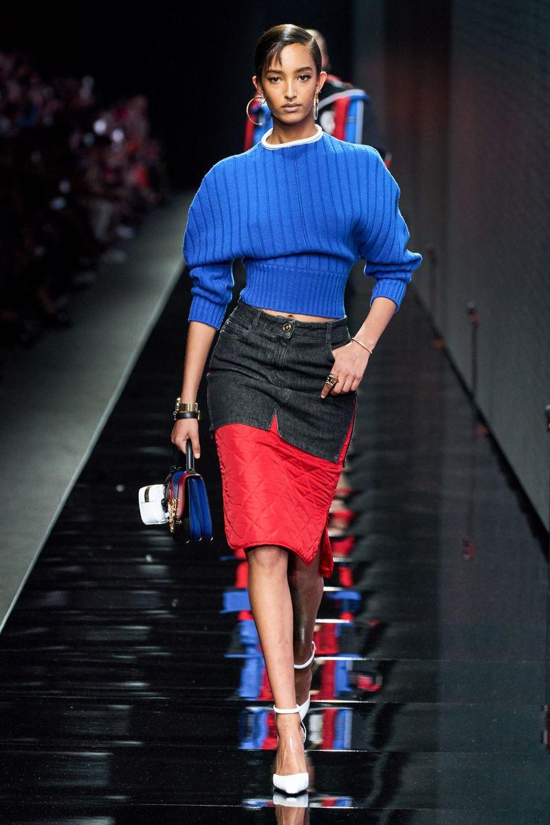Модный джемпер осень-зима 2020-2021 из коллекции Versace
