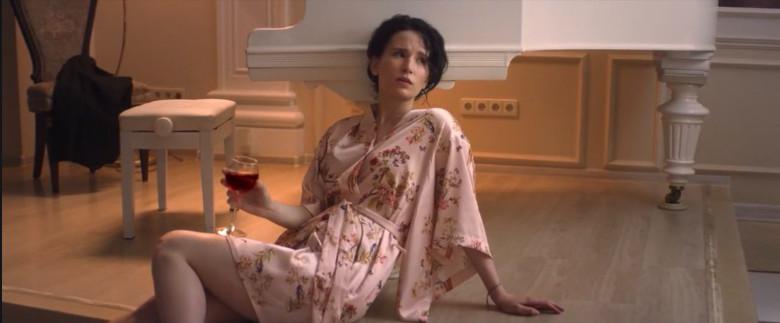 "Лиза Монеточка, кадр из клипа на песню ""Нимфоманка"""