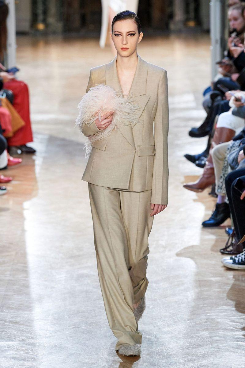 Модный брючный женский костюм из коллекции осень-зима 2020-2021 Altuzarra