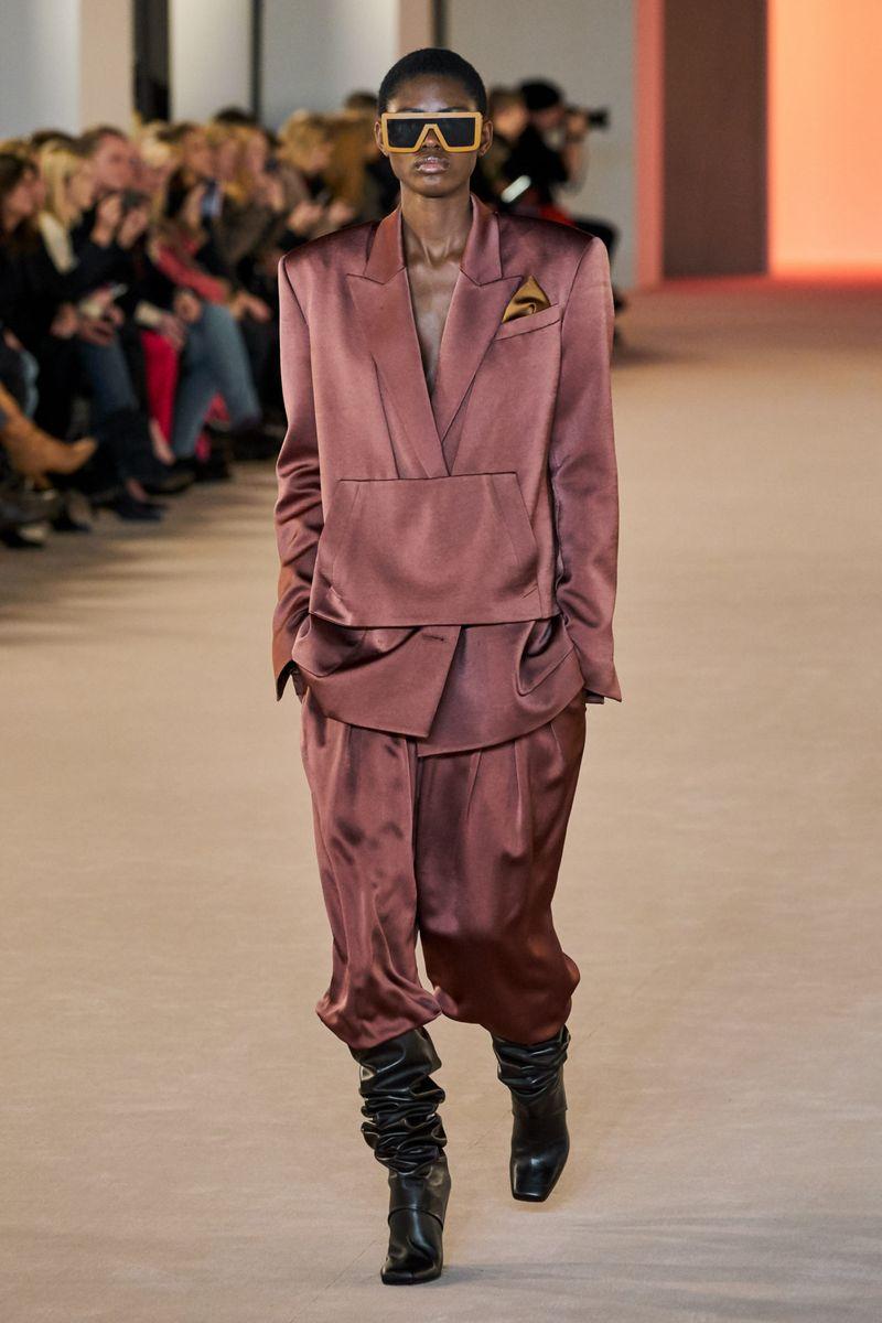 Модный женский костюм из коллекции осень-зима 2020-2021 Balmain