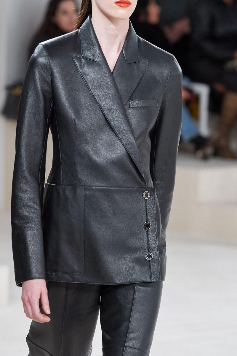 Модный женский костюм с асимметричным пиджаком из коллекции осень-зима 2020-2021 Hermès