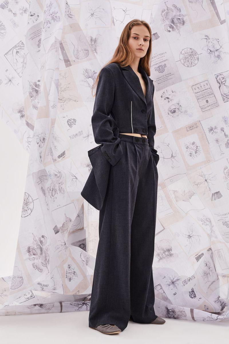 Модный женский костюм с укороченным пиджаком коллекции осень-зима 2020-2021 Ruban