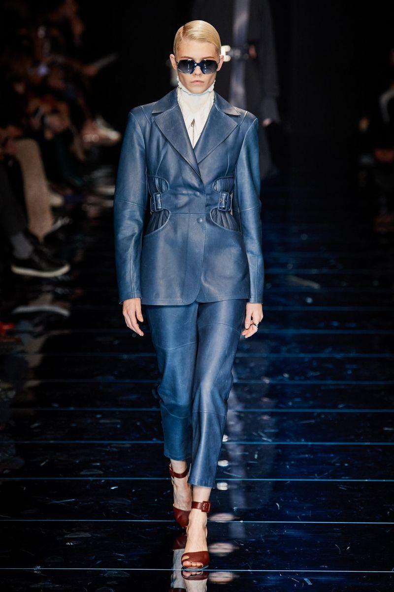 Модный кожаный женский костюм из коллекции осень-зима 2020-2021 Sportmax