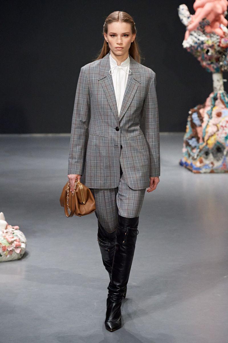 Модный женский костюм из коллекции осень-зима 2020-2021 Tory Burch