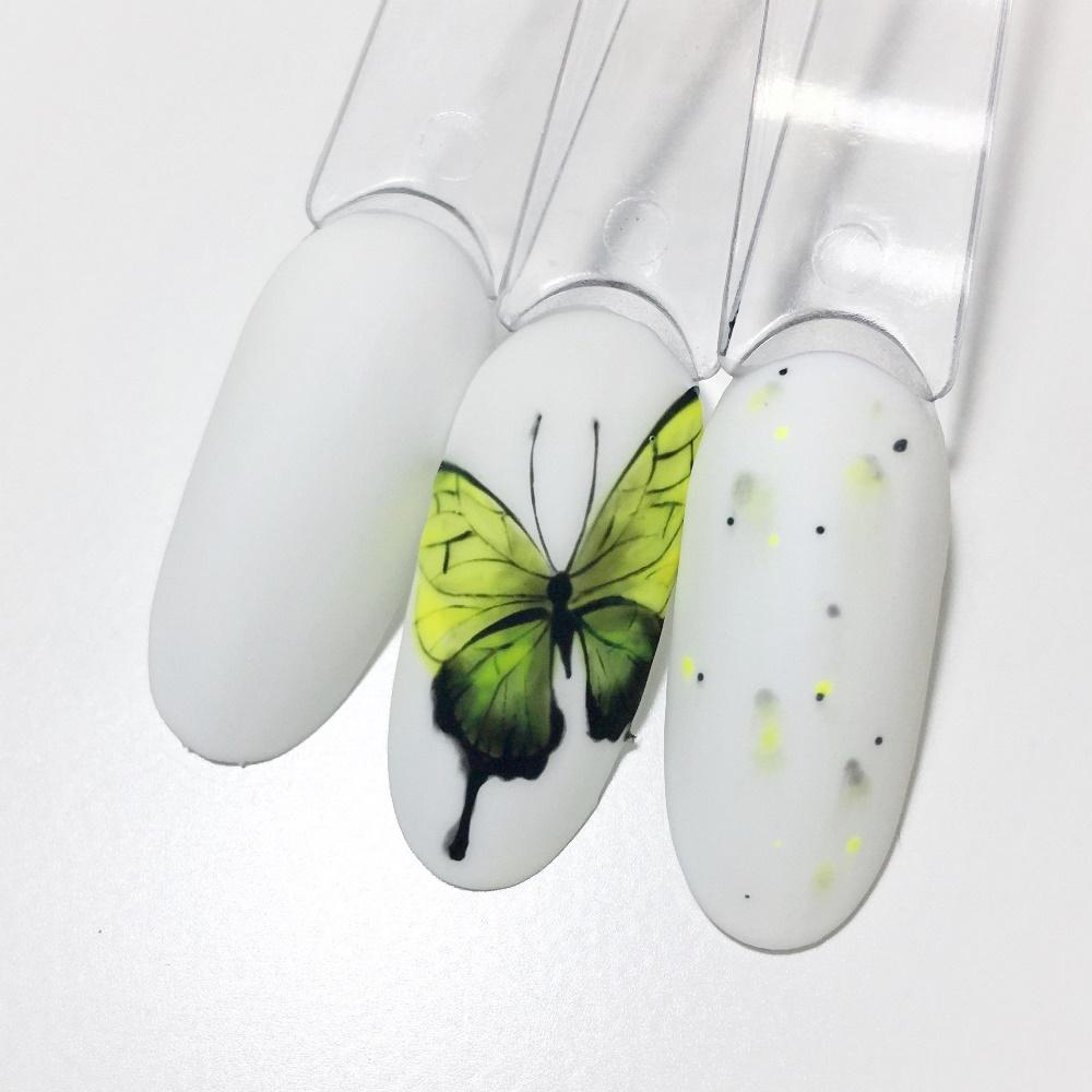 Вариант маникюра в тонах зеленый с белым