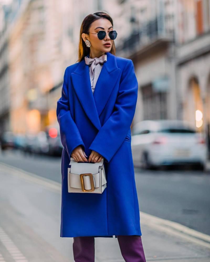 Синее пальто до колена
