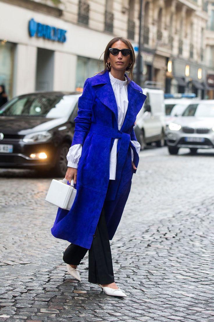Темно-синее пальто под пояс