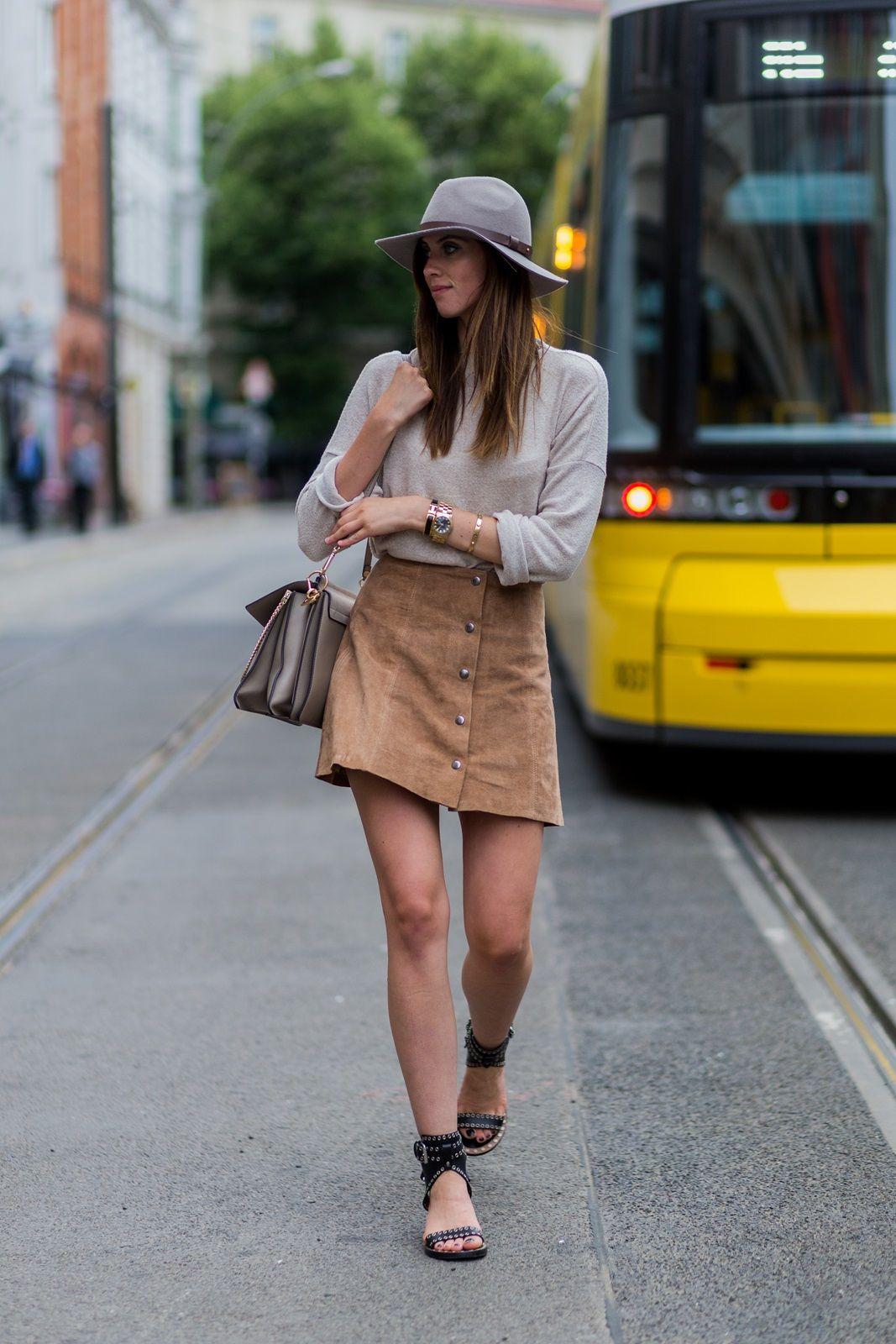 С чем носить бежевую юбку-трапецию