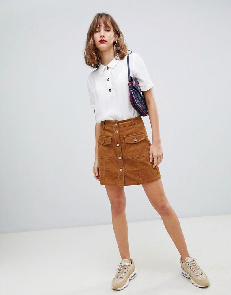 С чем носить бежевую юбку трапецию