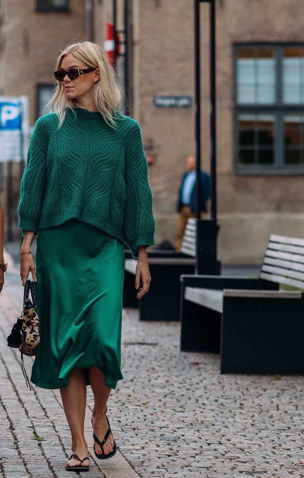 С чем носить длинную зеленую юбку