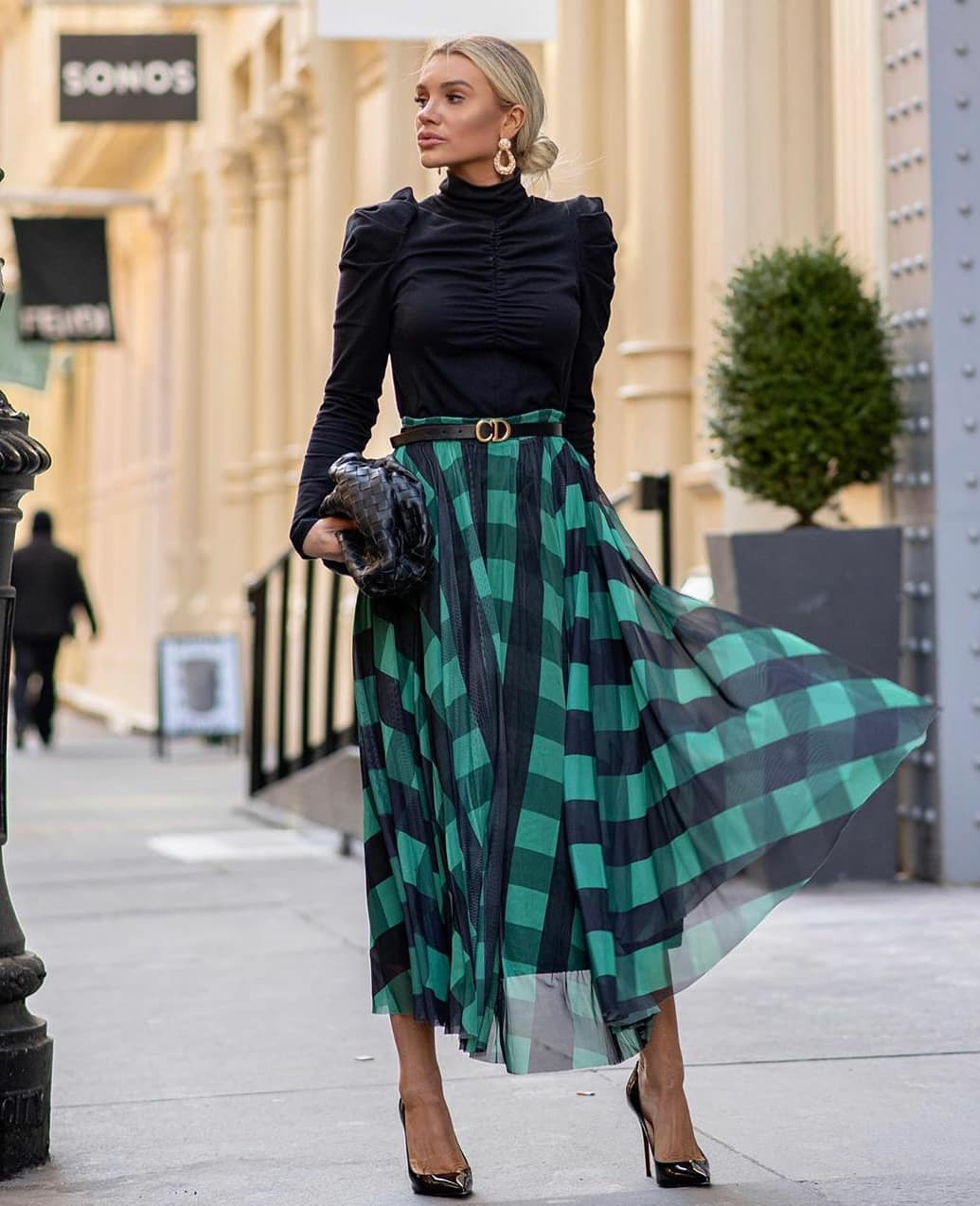 С чем носить зеленую юбку в клетку