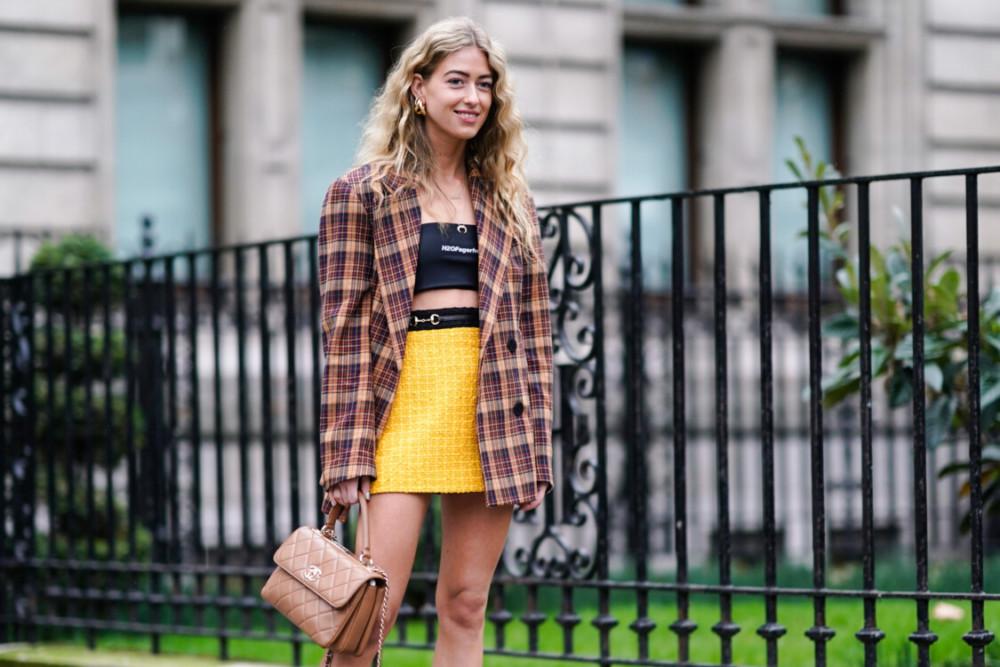 С чем носить короткую юбку: самые интересные образы 2020-2021