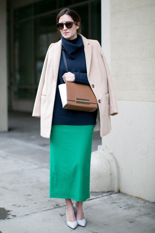 С чем носить зеленую юбку-карандаш