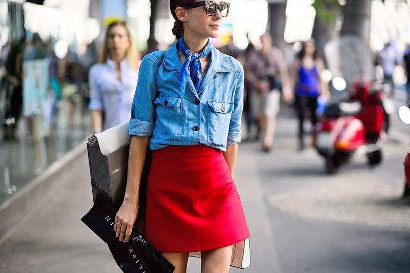 С чем носить короткую красную юбку