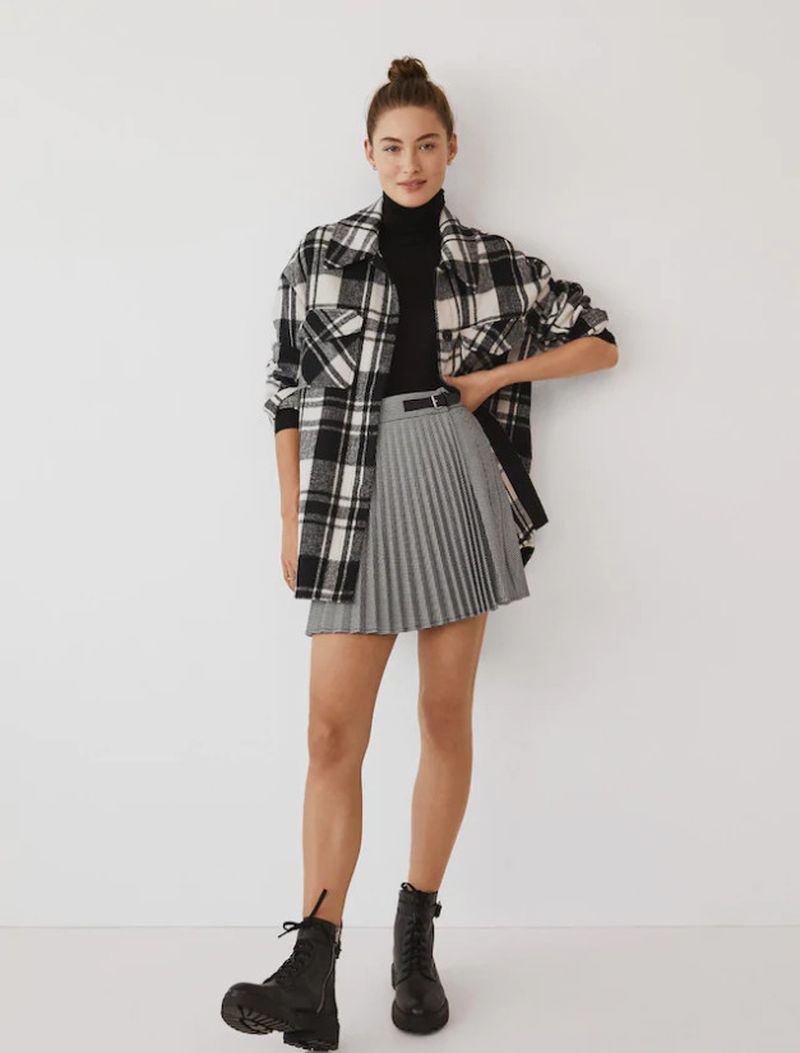 С чем носить короткую юбку плиссе