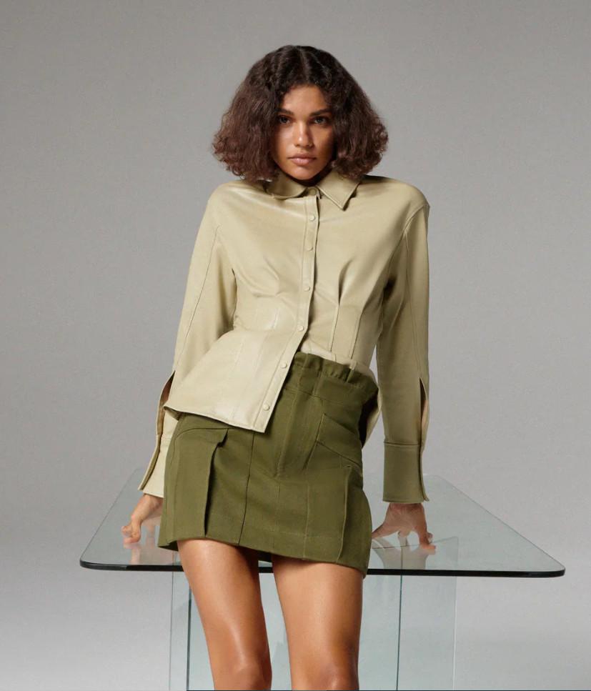 С чем носить короткую зеленую юбку