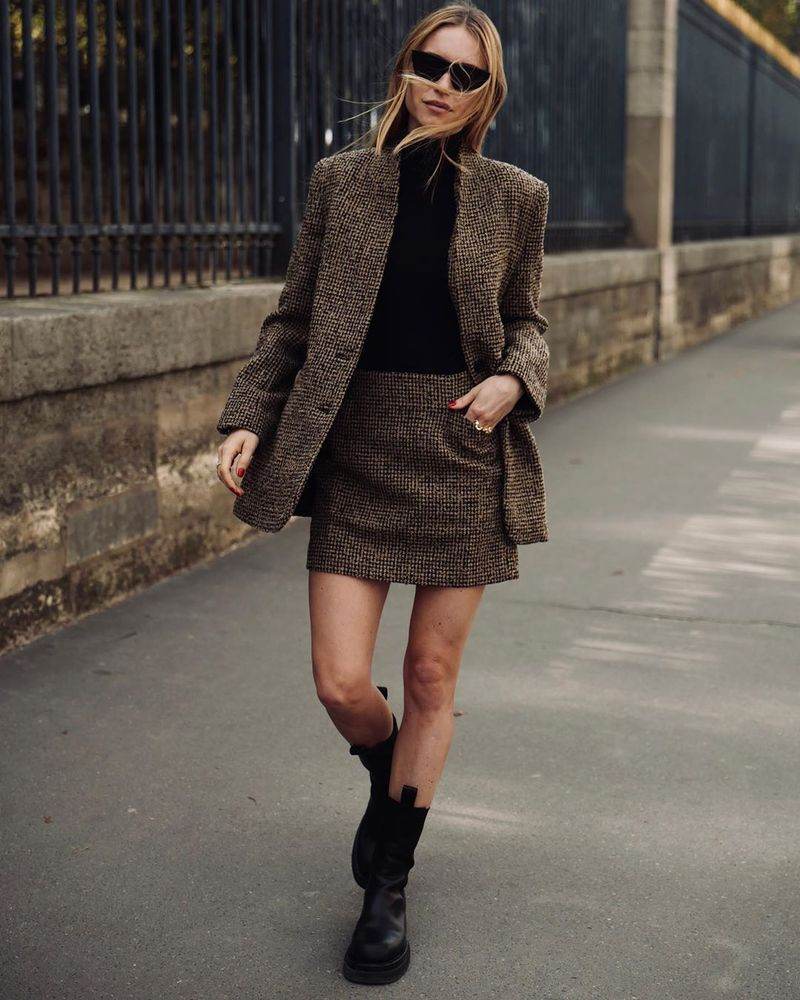 С чем носить короткую шерстяную юбку