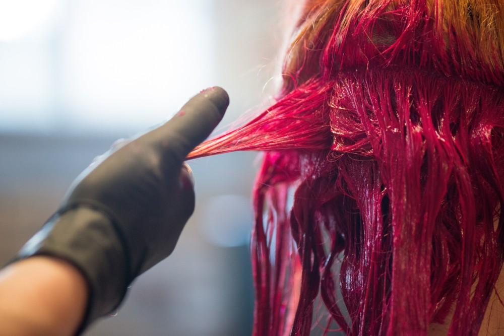 Окрашивание волос в розовый