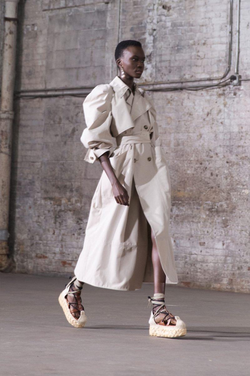 Модная верхняя одежда 2021. Тренч Altuzarra