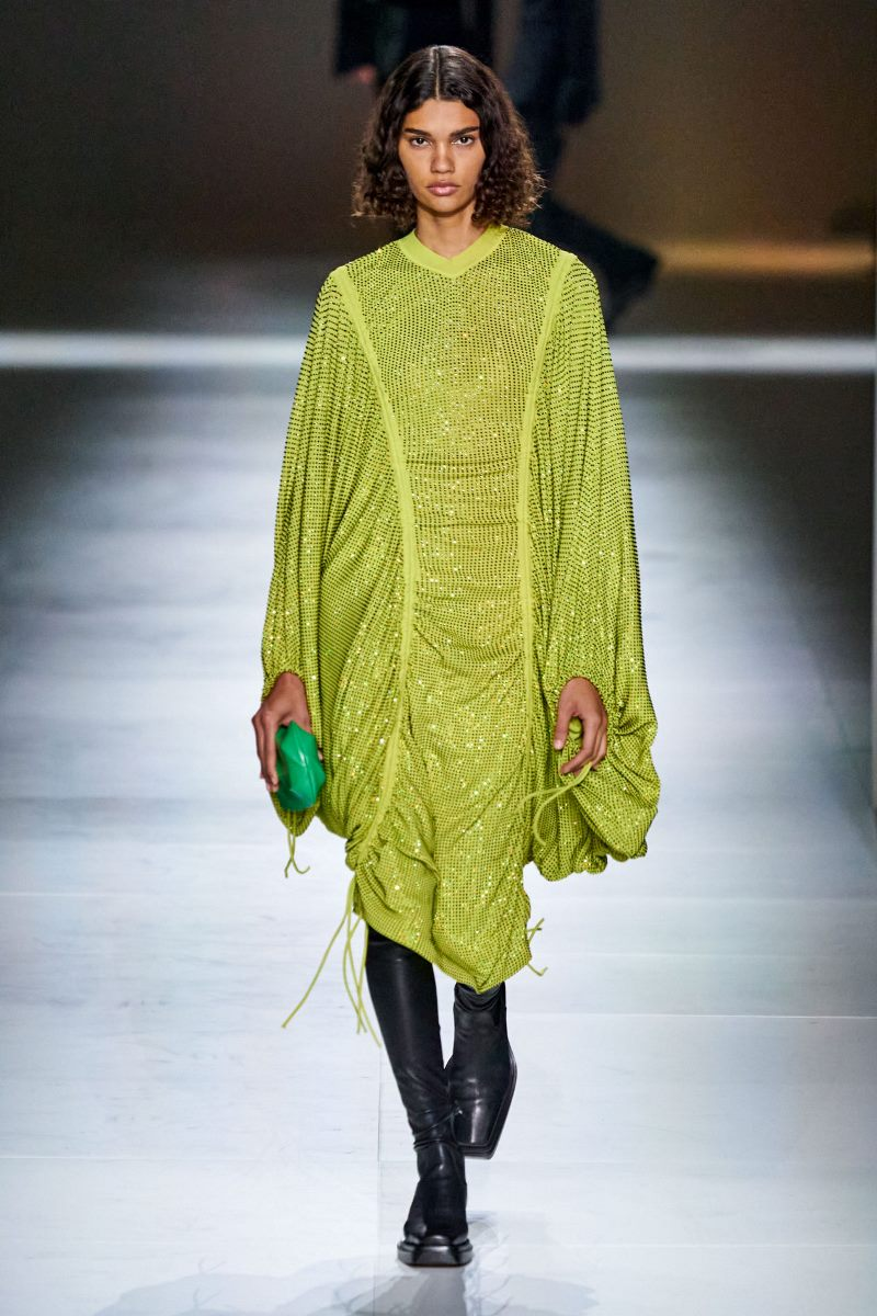 Модный тренд в одежде 2021. Фото из коллекции Bottega Veneta
