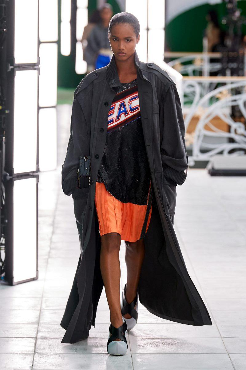 Модная верхняя одежда 2021. Плащ Louis Vuitton