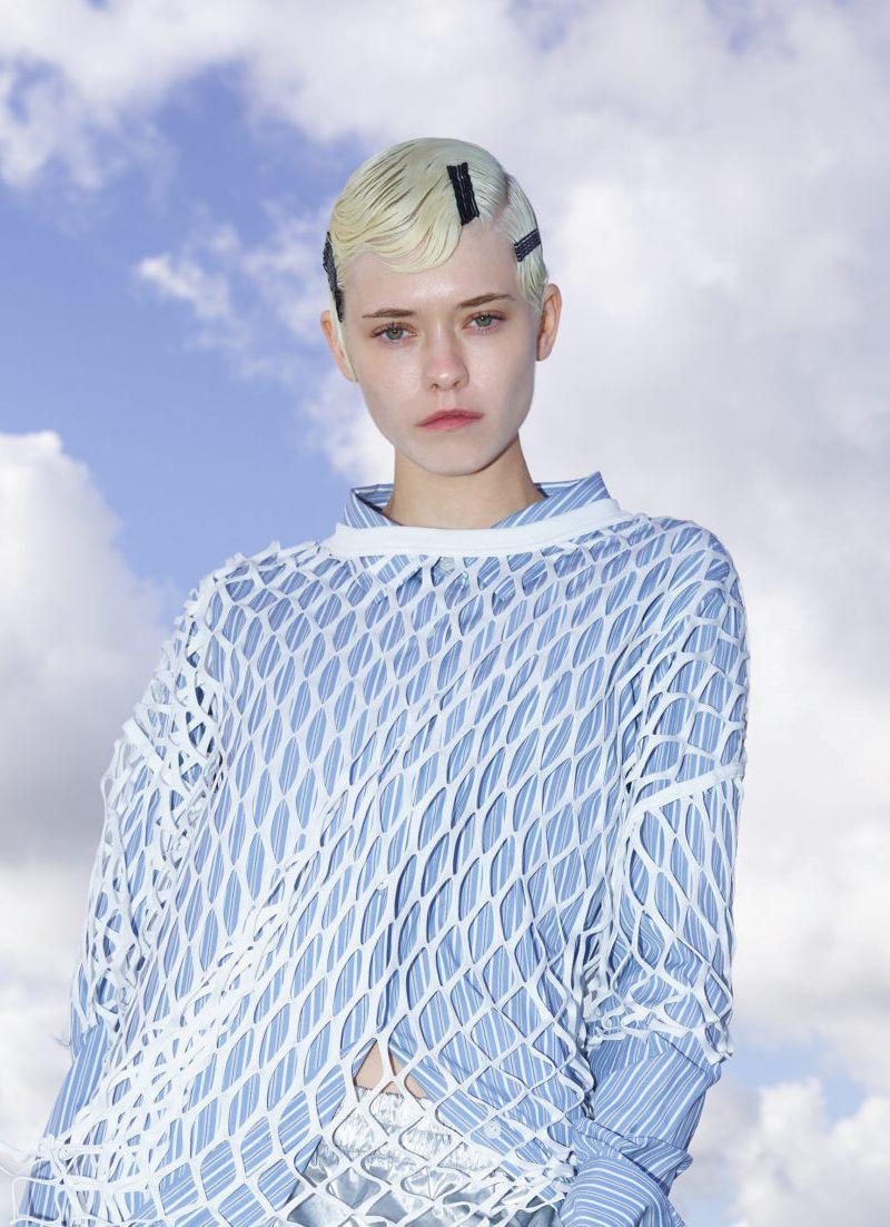 Пример модной прически 2021. Фото с показа Dries Van Noten