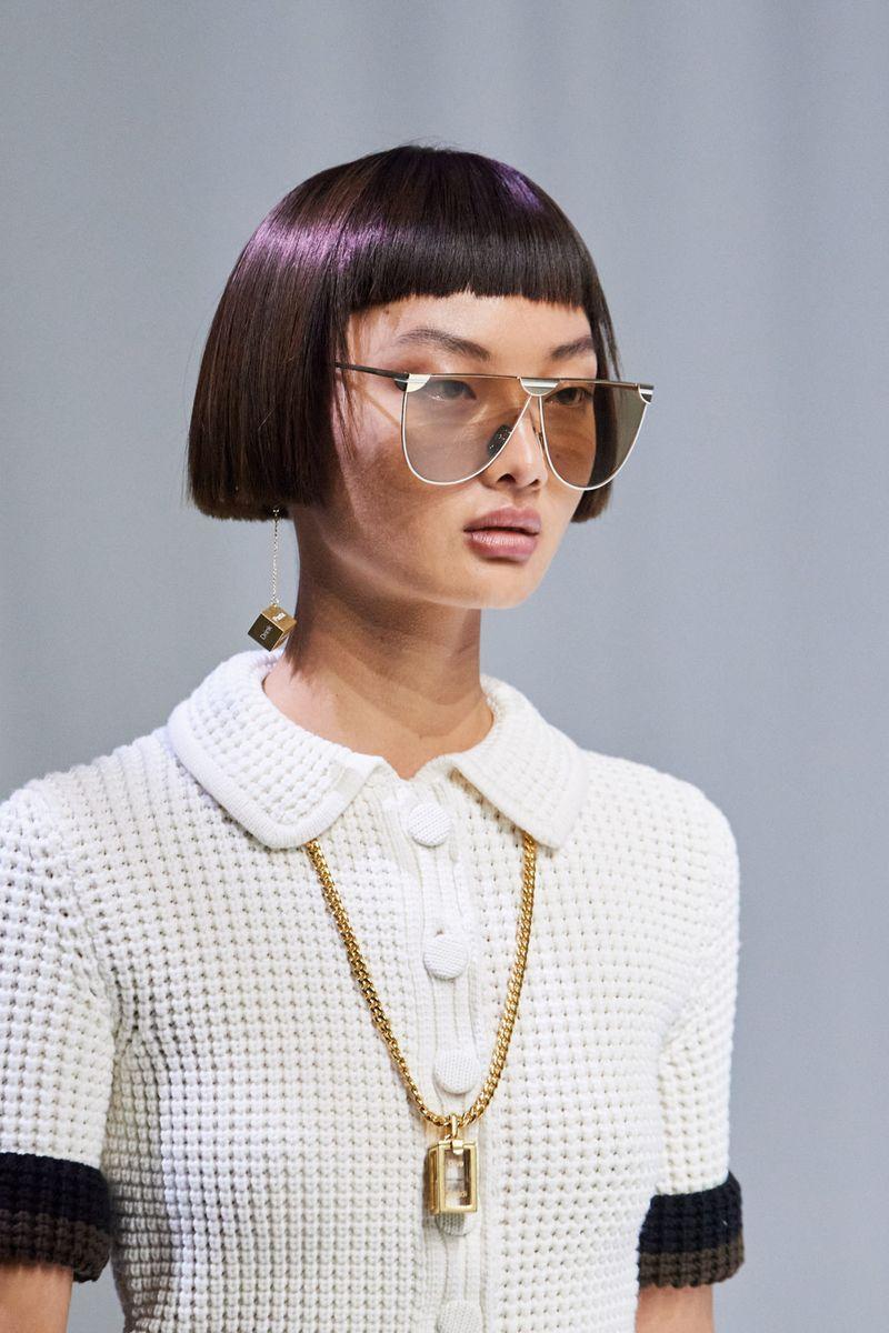 Пример модной прически 2021. Фото с показа Fendi.