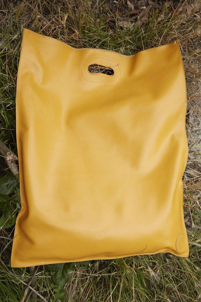 Модная сумка-пакет 2021 из коллекции Trussardi