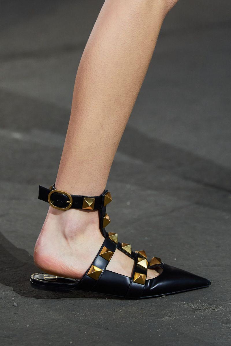 Модная обувь 2021 из коллекции весна-лето Valentino
