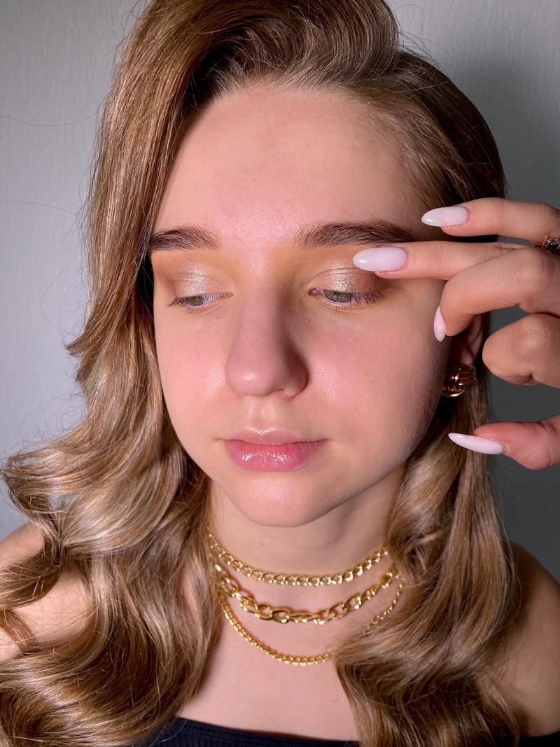 Новогодний макияж глаз 2021: пошаговый мастер-класс