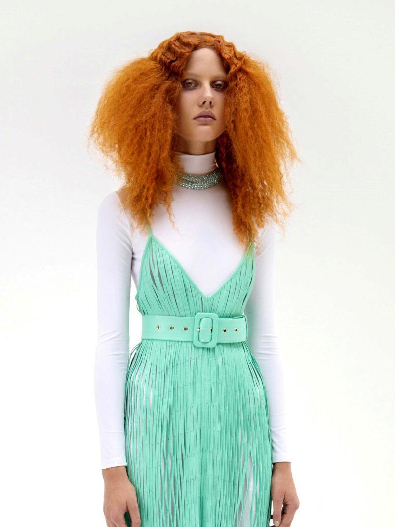 Пример модной прически 2021. Фото с показа Gudu