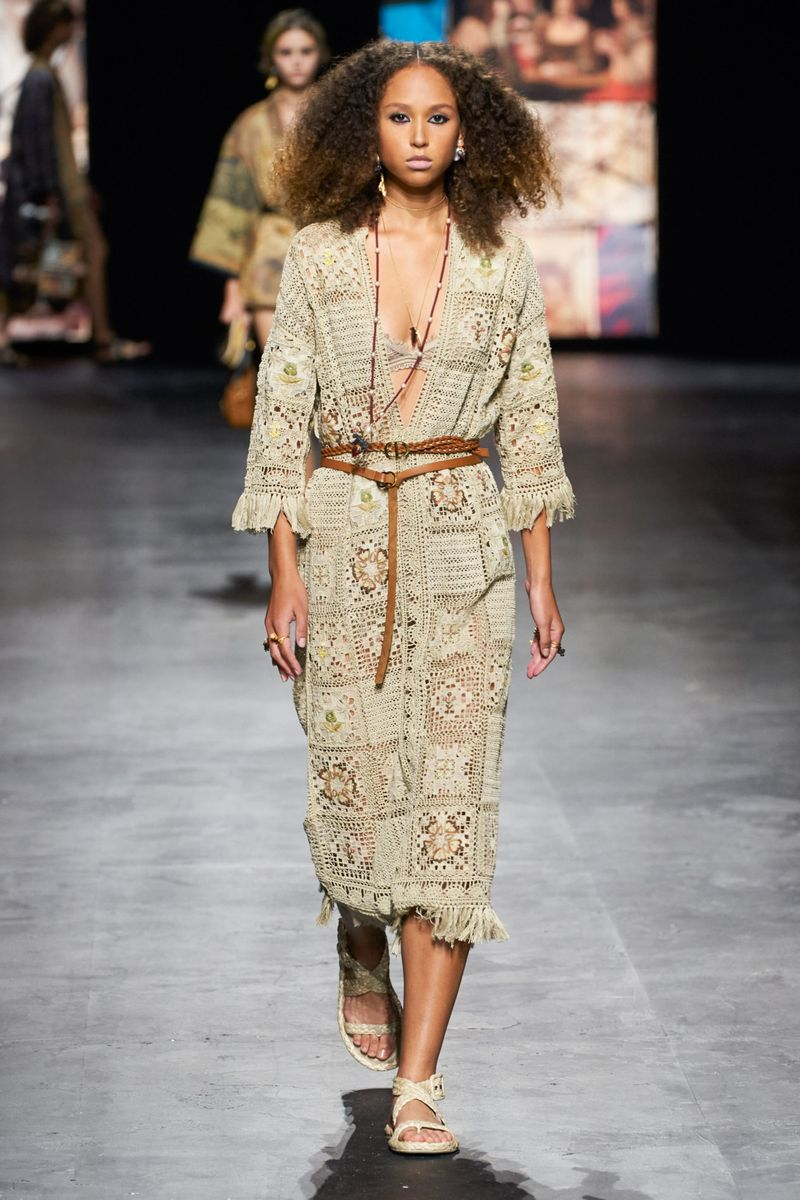 Модное платье весна-лето 2021 из коллекции Christian Dior
