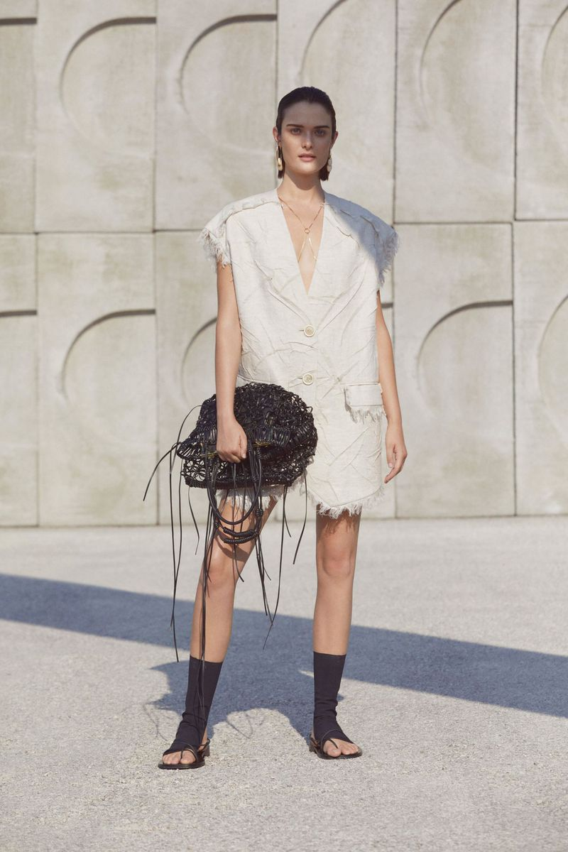 Модный пиджак из коллекции весна-лето 2021 Krizia