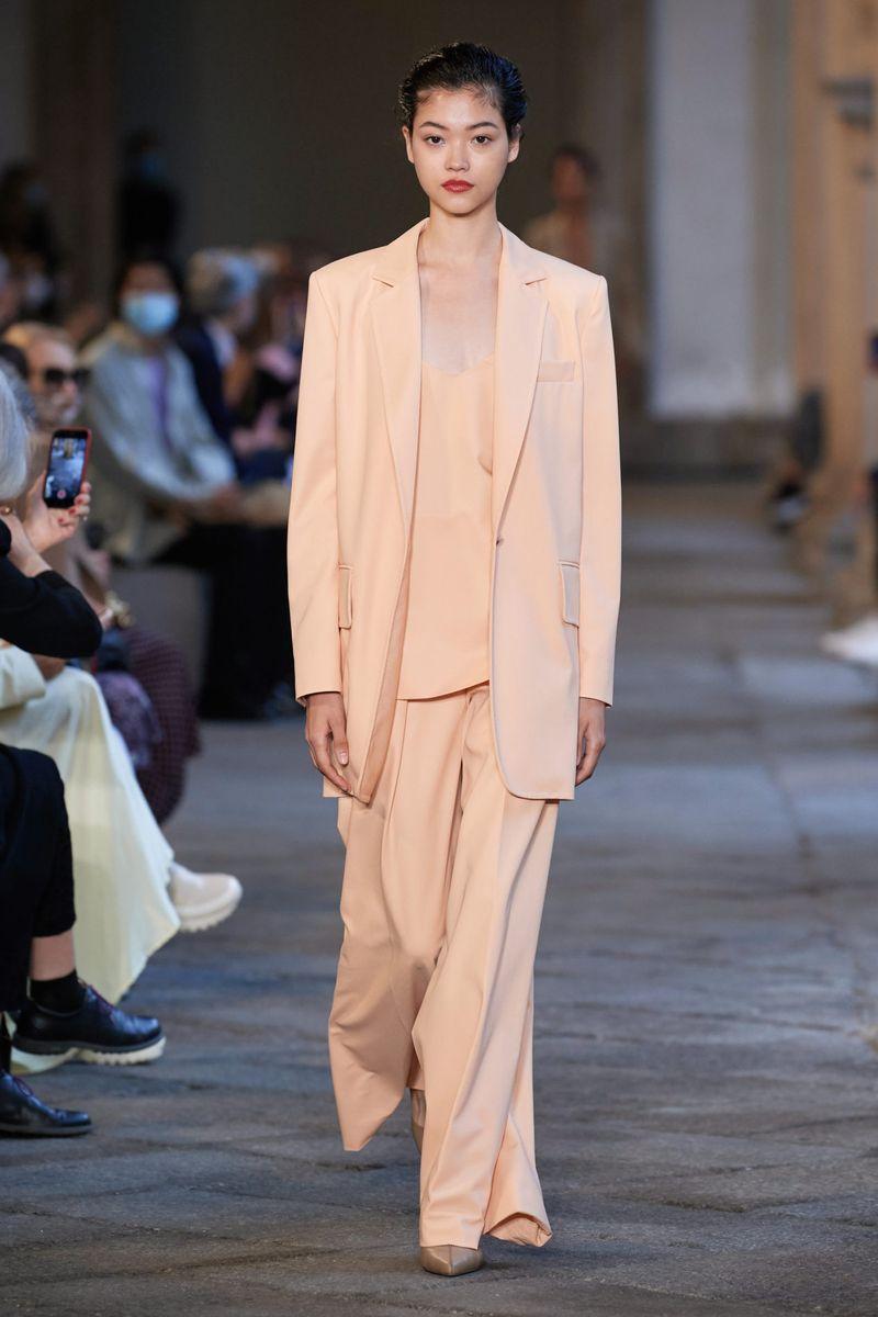 Модный пиджак прямого кроя из коллекции весна-лето 2021 Max Mara
