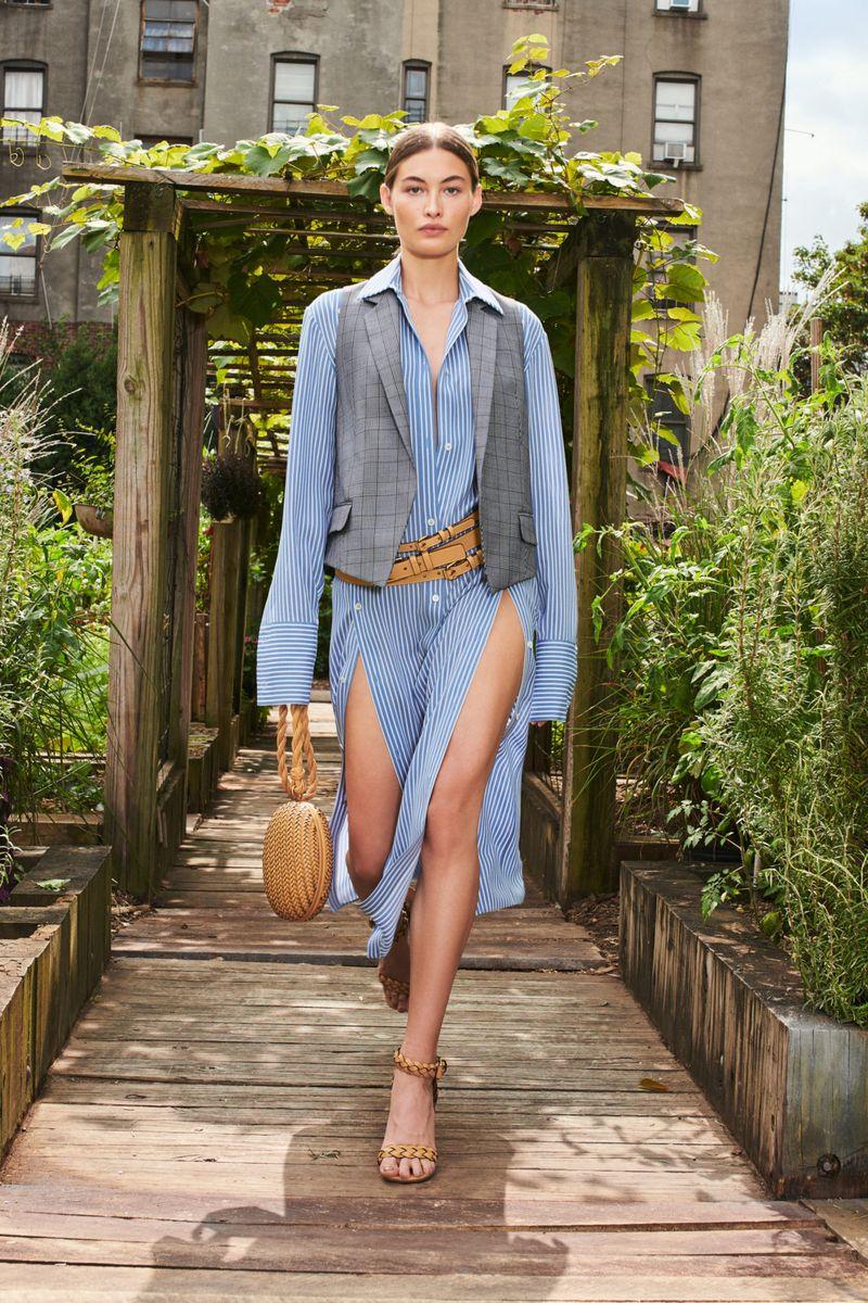 Модное платье весна-лето 2021 из коллекции Michael Kors Collection