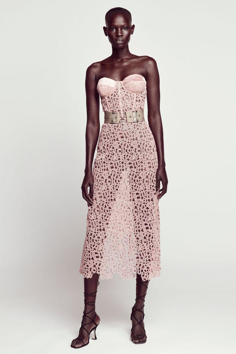 Модное платье весна-лето 2021 из коллекции Ermanno Scervino