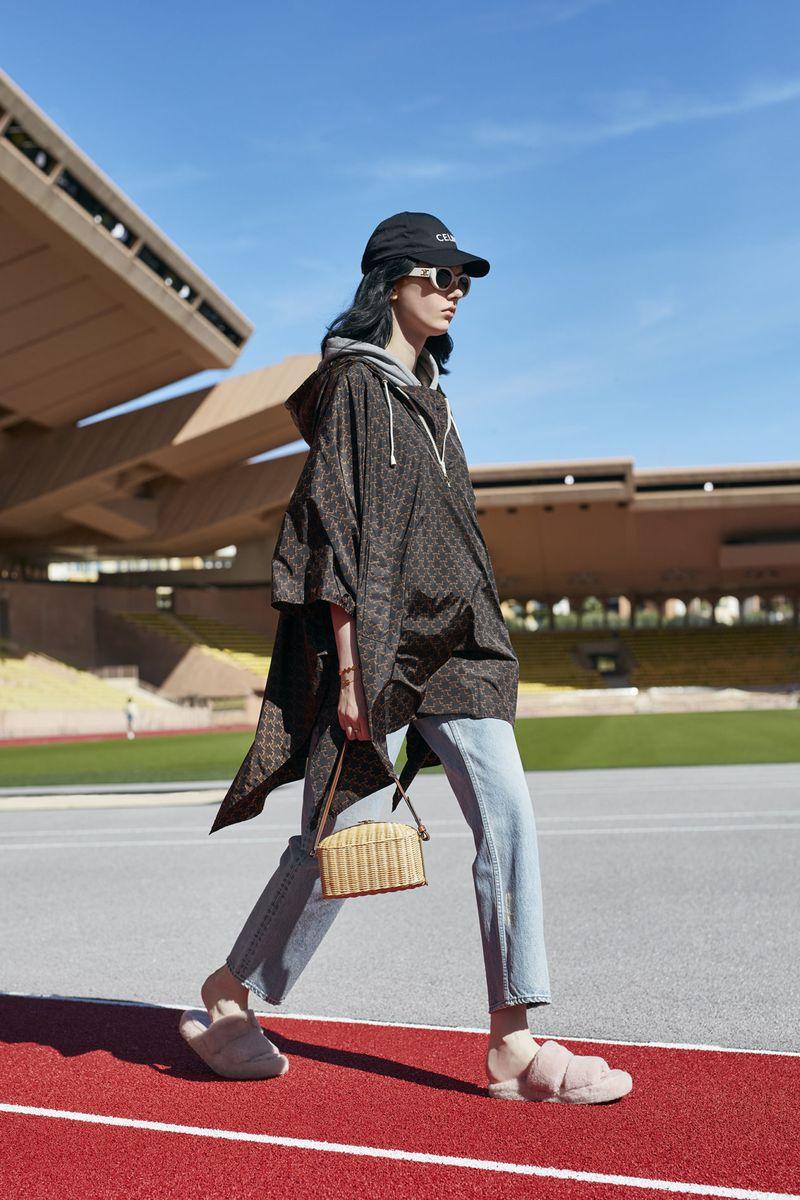 Модная спортивная куртка на весну 2021 из коллекции Celine