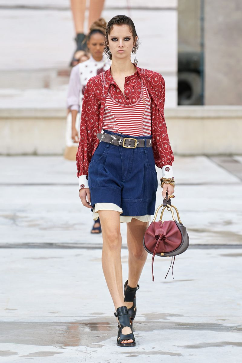 Модная блузка весна-лето 2021 из коллекции Chloé